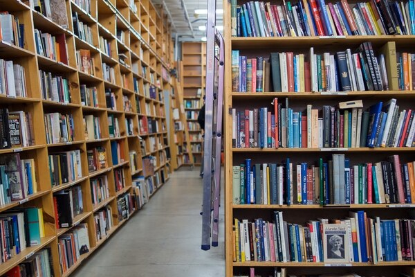 Powell's City of Books shelves (Kenny Louie / Flickr)