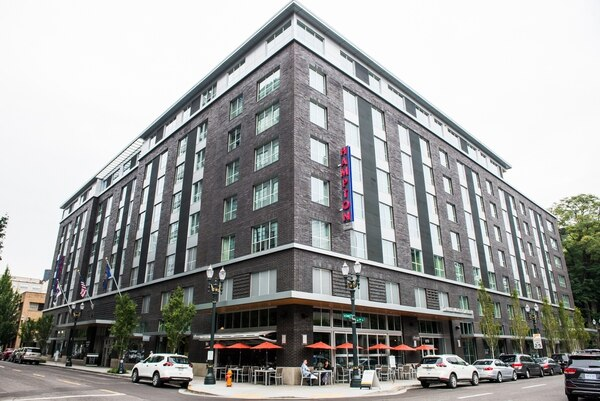 Hampton Inn in the Pearl District (Justin Katigbak)