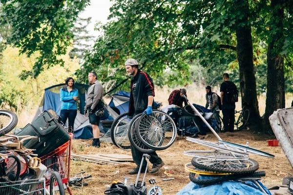 A homeless camp sweep along the Springwater Corridor on Sept. 1. (Henry Cromett)
