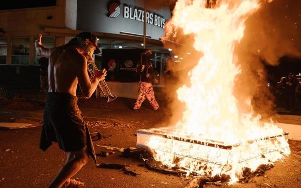 PORTLAND IS BURNING: A mattress fire across the street from the Portland Police Bureau's North Precinct. (Alex Wittwer)