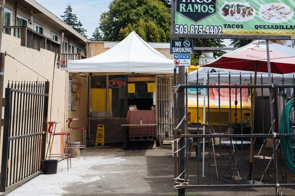 YARD SALE: A food cart is tucked against the edge of an apartment complex along Southeast 122nd Avenue. (Alex Wittwer)