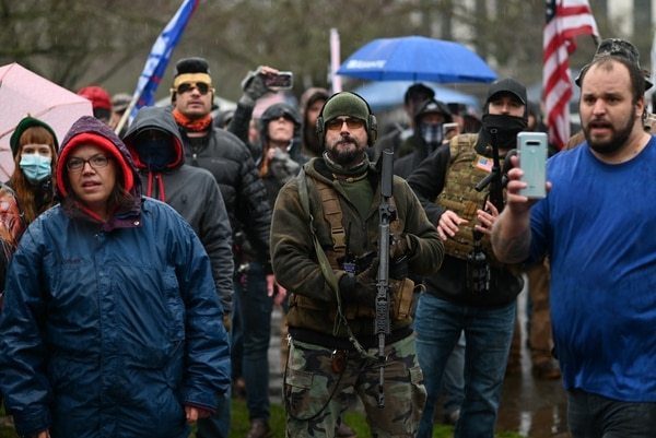 A right-wing protester holds a rifle outside the Oregon Capitol. (Justin Yau)