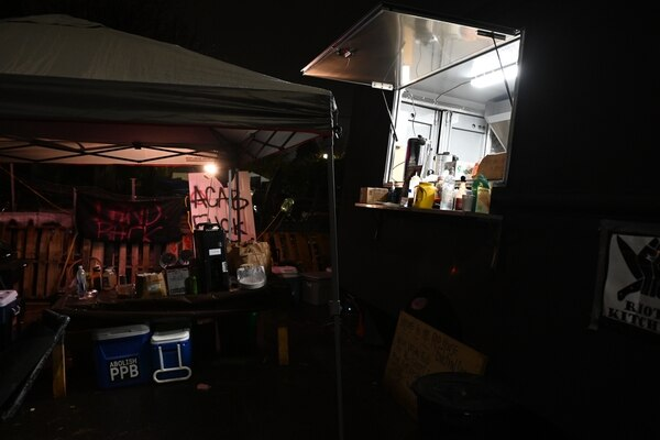 A mutual aid food truck that provides free meals to protesters sits on the East Barricade. (Justin Yau)