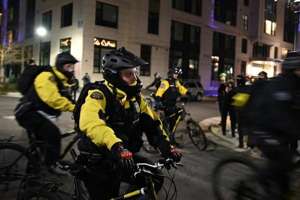 Portland bike cops intercept and corral protesters on Feb. 27, 2021. (Justin Yau)