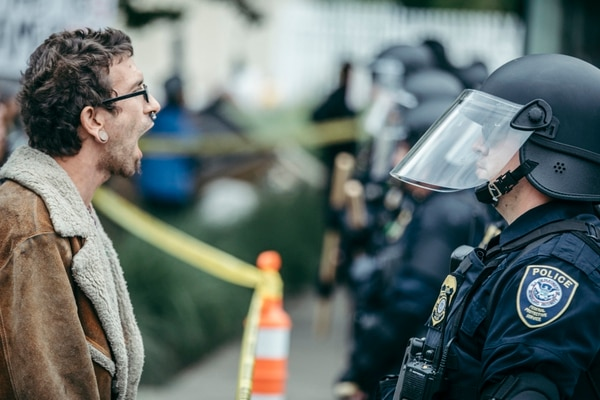 Protesters confront federal officers after a raid of Occupy ICE in Portland on June 28, 2018. (Sam Gehrke)
