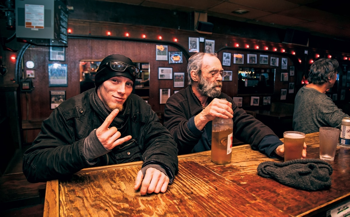 In portland dive bars never really die willamette week for Bar dive