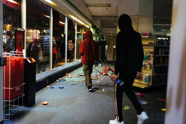 Looters leave CVS Pharmacy with bottled water. (Alex Wittwer)