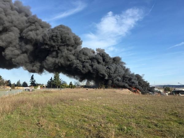 The NW Metals blaze sent thick, oily smoke westward into of residential neighborhoods. (KATU / Evan Bell)