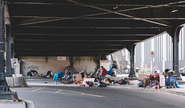 Camps beneath the Broadway Bridge. (Daniel Stindt)