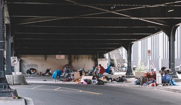 Camps beneath the Broadway Bridge. (Daniel Stindt)