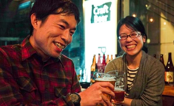 Customers at PDX Taproom Tokyo (Saburo Inagaki)