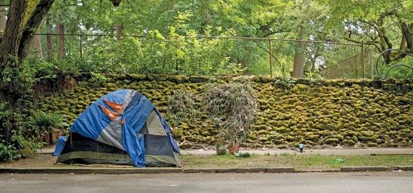 A makeshift homeless camp has taken up a block of Southeast Oak Street. (Nino Ortiz)