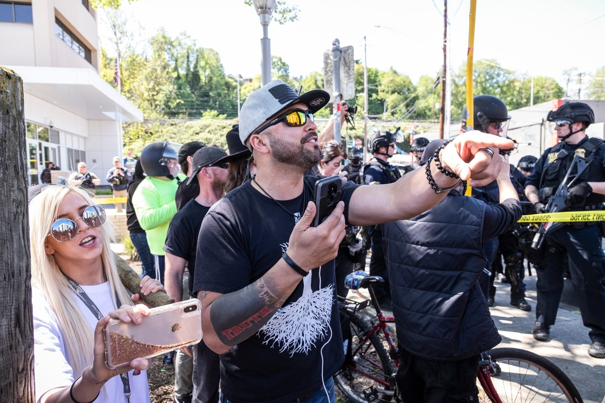 Assaults Caught On Video As Another Street Fight Breaks Out Between Far Right Agitators And Antifa Willamette Week