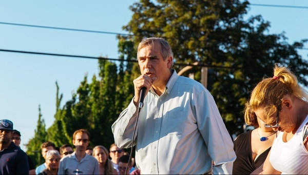 U.S. Sen. Jeff Merkley speaks at the May 27 vigil. (Emily Joan Greene)