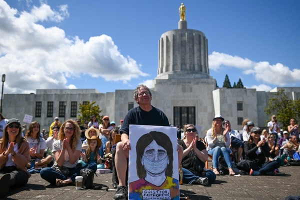 Protesters against vaccination in front of the state Capitol in Salem. (Justin Yau)