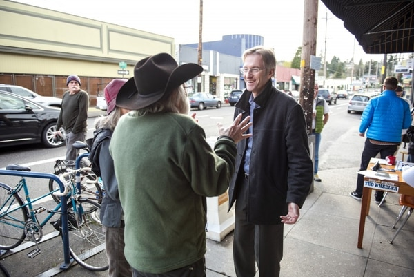 Ted Talks: Oregon Treasurer Ted Wheeler talks with voters March 24 as he campaigns for Portland mayor. (Photo by Thomas Teal)