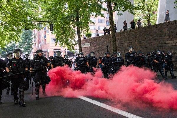 Police advance on antifascist protesters on Aug. 4. (Justin Katigbak)