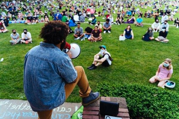 The vigil filled Peninsula Park. (Alex Wittwer)