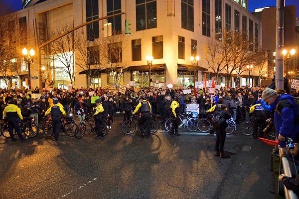 Portland police block protesters from Morrison Bridge on Jan. 20, 2017. (William Gagan)