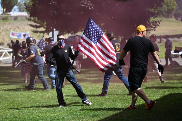 Proud Boys fight anti-fascists in Oregon City. (Justin Yau)