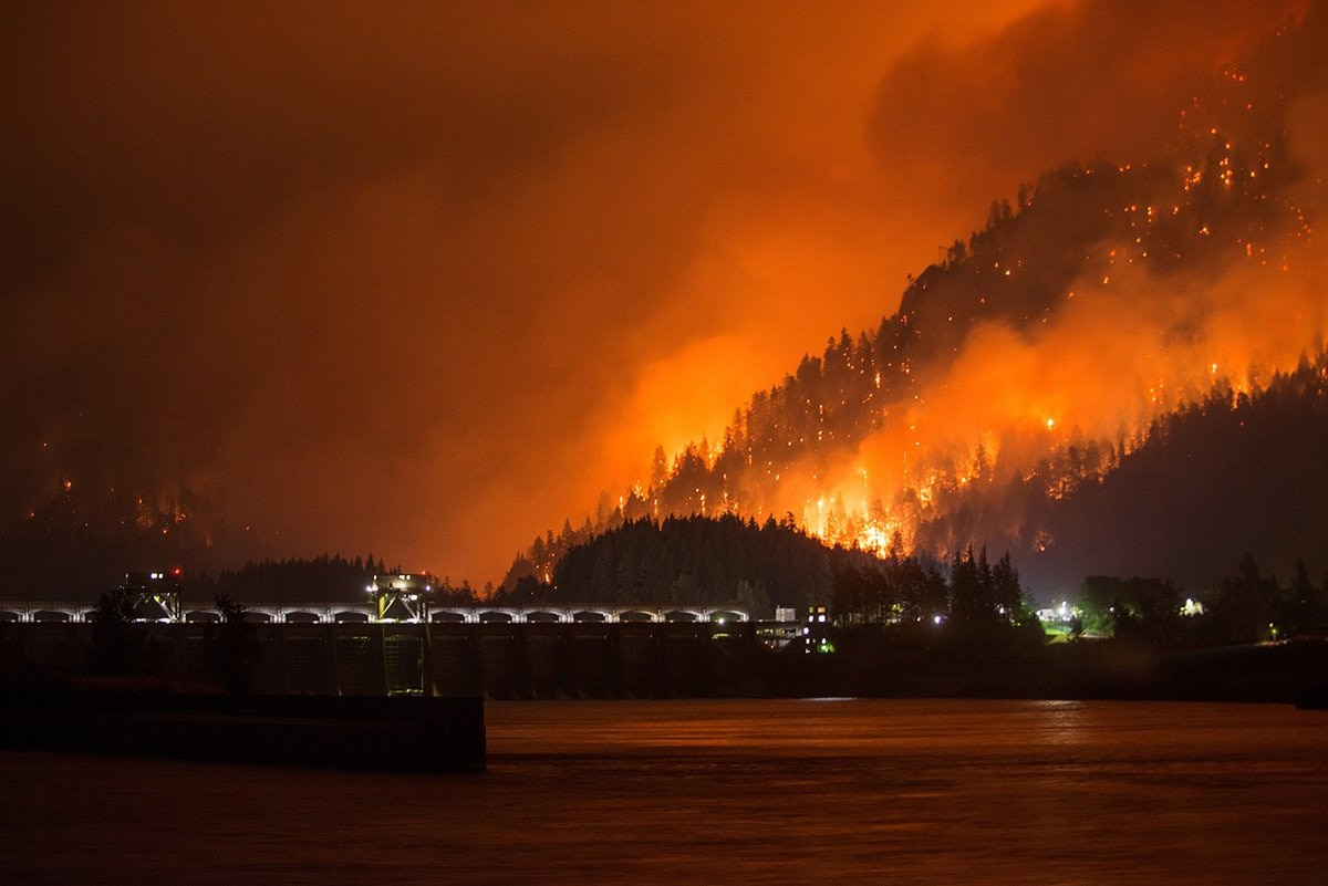 Anatomy of an Inferno How the Columbia River Gorge Fire Raced Out