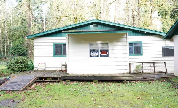 """At a sheriff's auction, Bill and Tammy Linn got a home (above) and an education. """"The redemption rights process screws sellers and totally games the system,"""" Bill Linn says.(Courtesy of Bill and Tammy Linn)"""