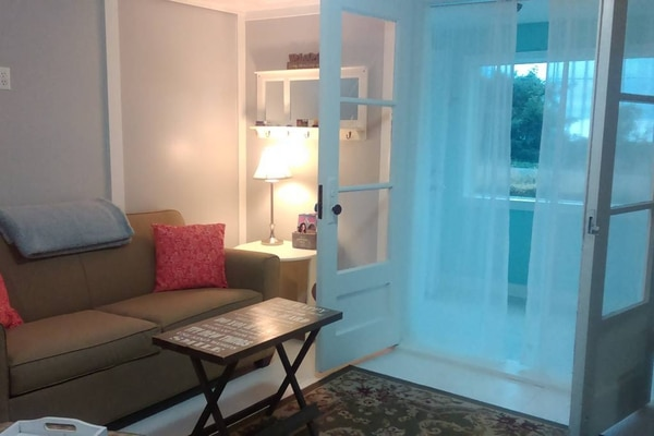 The cottage's breezy living room. (Airbnb)