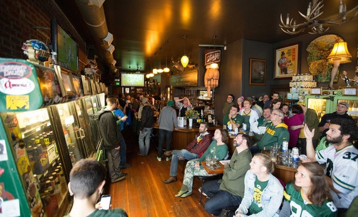 At Laurel Tavern Watching Former Packer >> Portland Bars Where Nfl Fans Gather To Watch The Packers Steelers