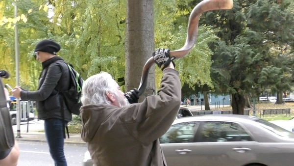 A Bundy supporter blows a shofar outside the federal courthouse. (Sophia June)