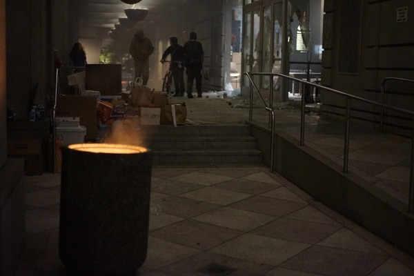 Protesters broke into the justice building and set fire to the offices. (Alex Wittwer)