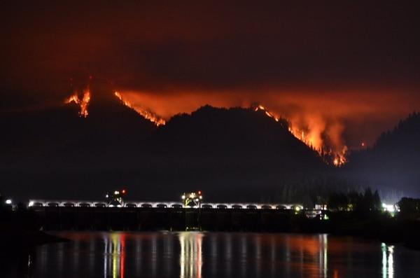 Eagle Creek fire (KATU-TV)