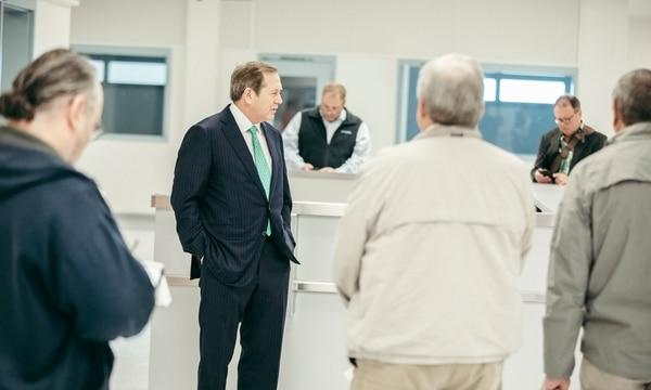 Jordan Schnitzer tours Wapato Jail in 2018. (Sam Gehrke)