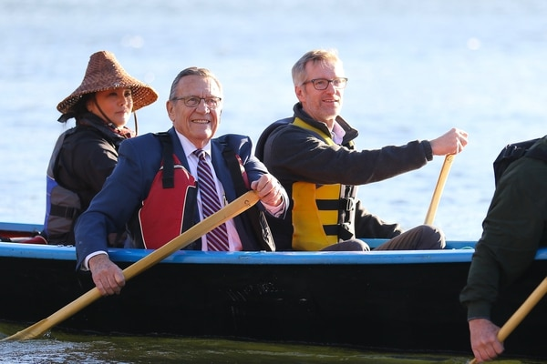 Portland Mayor Ted Wheeler (right) arrives by boat at the 2018 Tribal Nations Summit. (Portland Parks and Recreation)