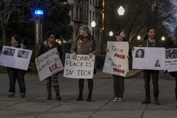 Protesters outside a PSU panel (Daniel Stindt)