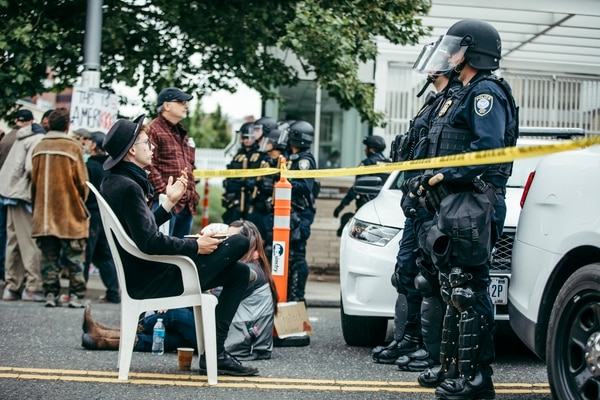 Federal police guard the ICE building on June 28 after a morning raid to remove protesters. (Sam Gehrke)